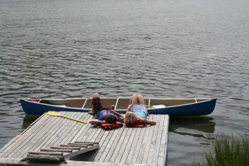 2nd-lake-dock-people20090718_19