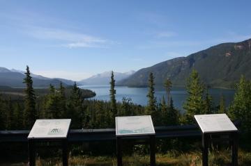 muncho-lake-viewpoint