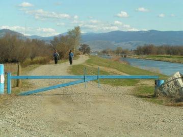 oliver_20050409_095_international_bicycling_and_hiking_society_path_along_okanagan_river