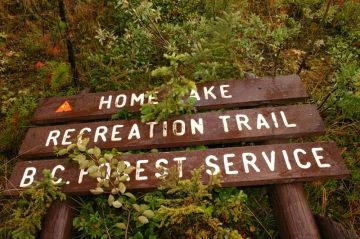 home_trail_sign