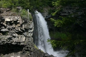 canim_mahood_waterfall_trail_mahood_falls05