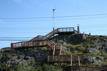 pilot_monument-yellowknife_stairs-sunny