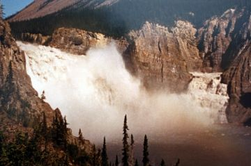 virginia_falls_nahanni_nwt