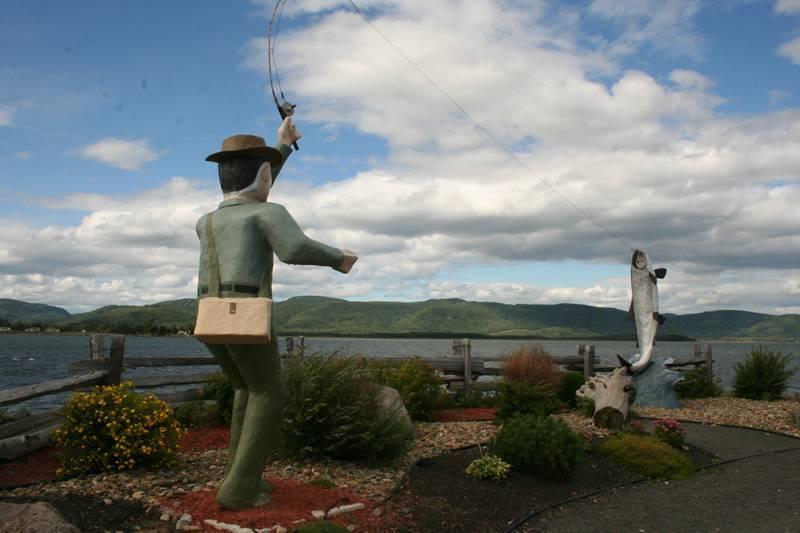 fish-statue20100807_86