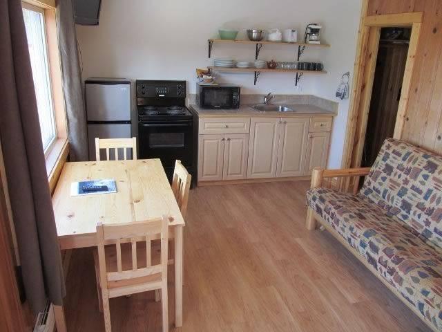 ucluelet-cottages-kitchen