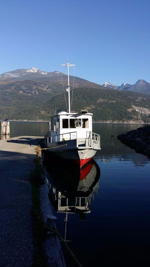 15e9189bd4ea7be1d43c142b.jpg - Mingulay docked in Kaslo. Mt. Kaslo in the background.