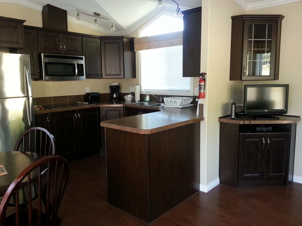 b61f18b2e84ed9e3d71eb399.jpg - Suite 6 Kitchen