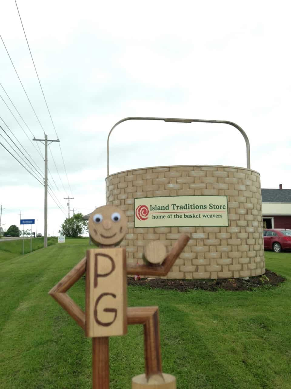 6e4d247e8bf79e2855c9caf8.jpg - Richmond, PEI - Across Canada in search of #BIGselfies trip 2014<br />The worlds largest woven basket, handy for carrying giant potatoes presumably :-D