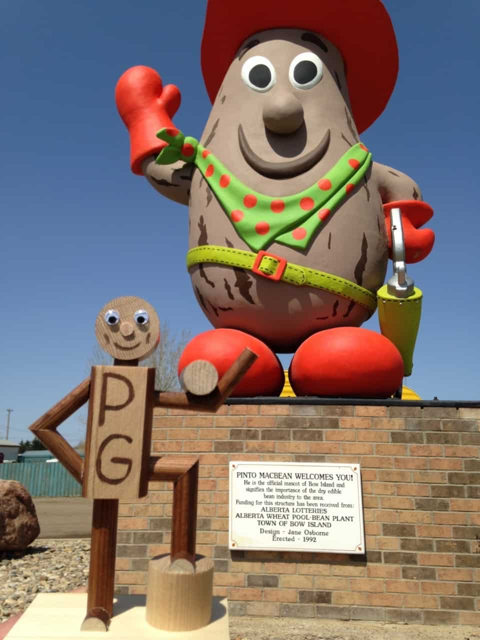 891ac1e761391e0feff149d5.jpg - Bow Island, AB - Across Canada in search of #BIGselfies trip 2014<br />I love it when the town mascots are so cheery, it brings smiles to everyone who goes past. This is Pinto MacBean by the way